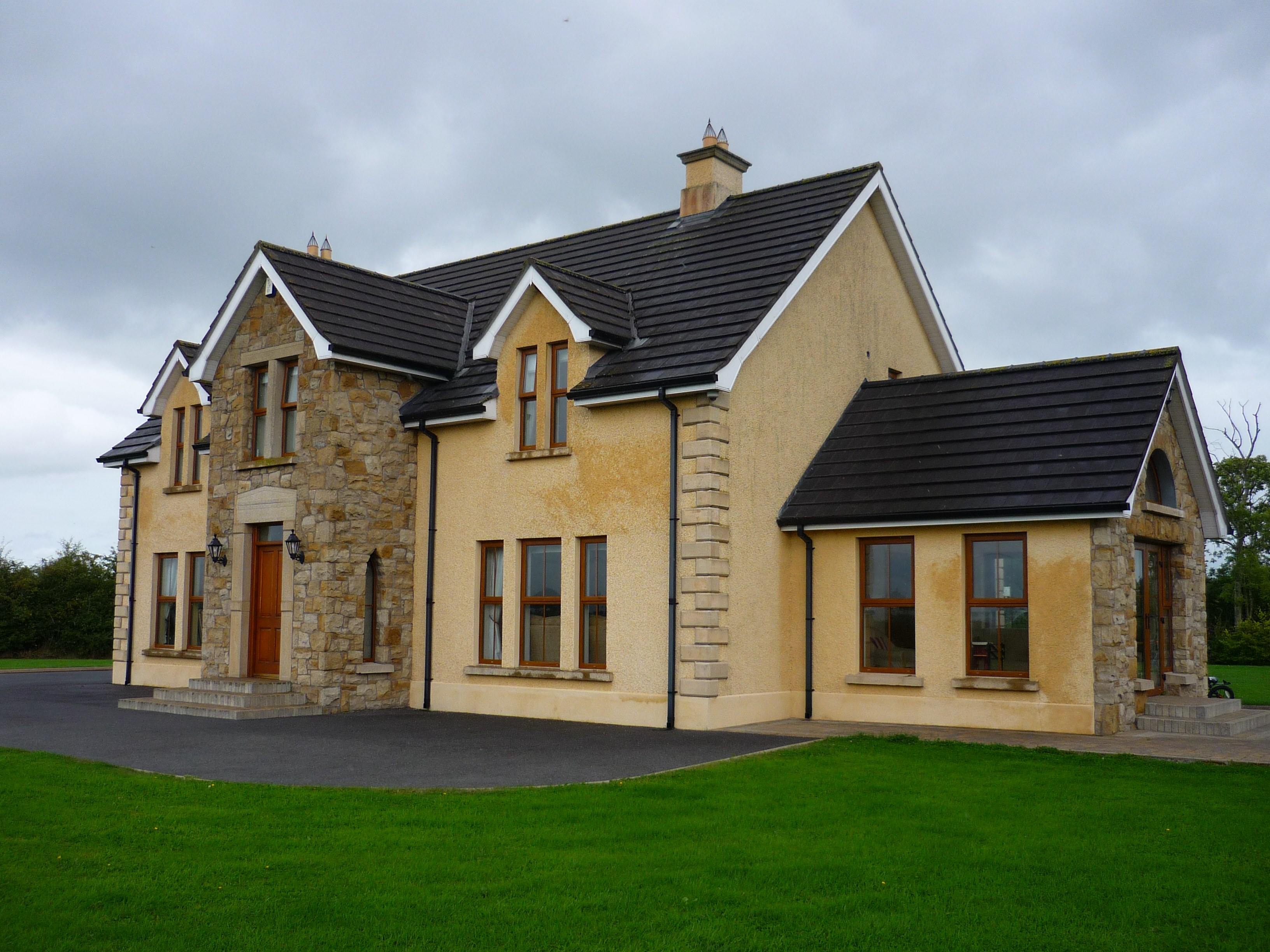 D law son claudy stone built to house in stoneyford for Stone faced houses